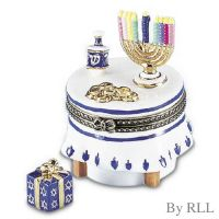 "Chanukah Celebration Hinged Box with Present ""Treasure"""